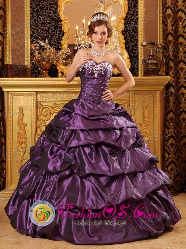Custom Made Taffeta Dark Purple Sweetheart Appliques and Pick-ups 2013 Quinceanera Dress in Alegria    El Salvador  Style QDZY126FOR