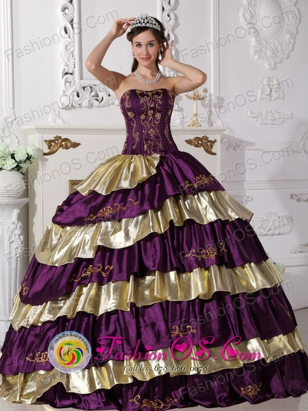 2017 Sanarate Guatemala Customize Beautiful Embroidery Decorate Purple And Gold Quinceanera Dress With Floor Length Taffeta Style Qdzy414for