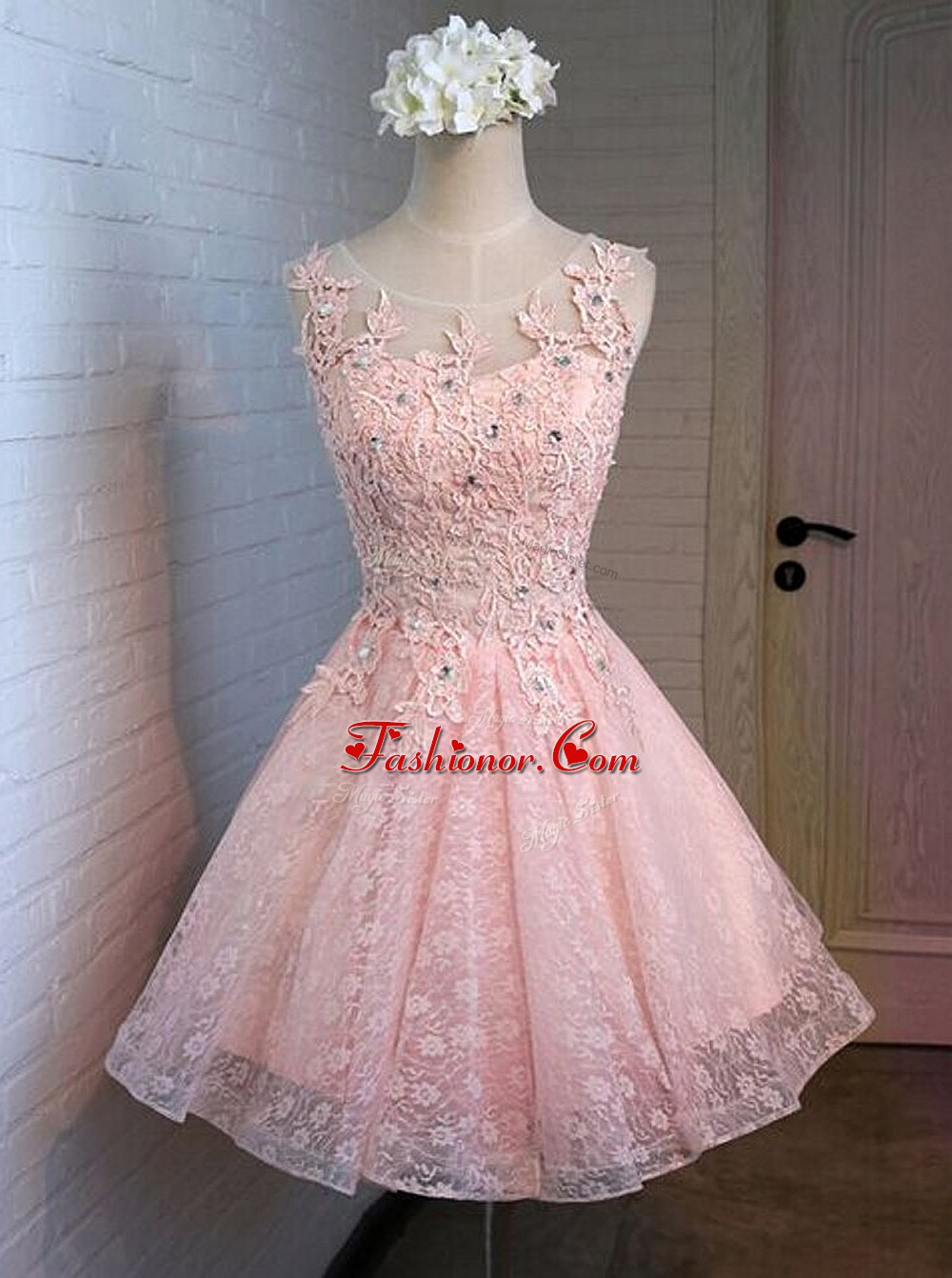 Luxurious Pink A-line Lace Scoop Sleeveless Appliques Mini Length Lace Up Prom Gown