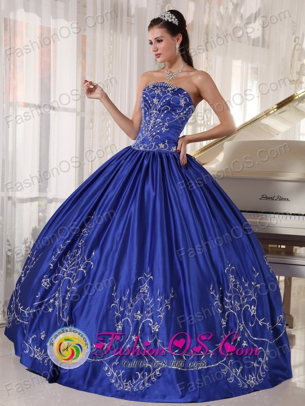 2013 Santa Maria Chile Blue Quinceanera Dress With Embroidery Ball ...