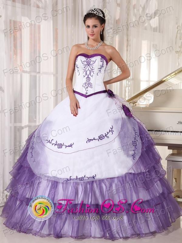 2013 Tijuana Mexico White and Purple Wholesale Quinceanera Dress Sweetheart Satin and Organza Embroidery floral decorate Style PDZY416FOR