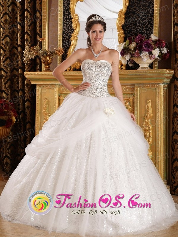 Spring White Quinceanera Dress With Sweetheart Beaded Bodice and Pick-ups Tulle  In San Lorenzo Puerto Rico Wholesale Style QDZY401FOR