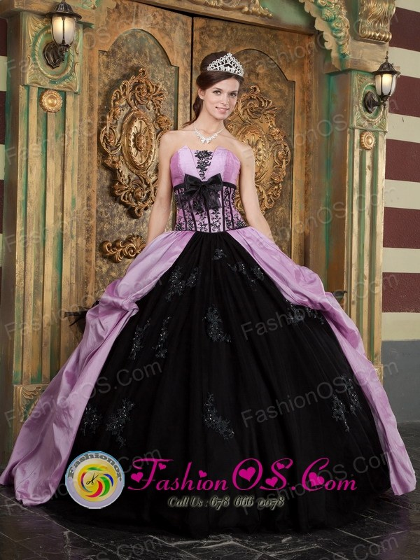 Appliques Lovely  Wholesale Lavender and Black Strapless Taffeta and Ball Gown For 2013 Quinceanera Dress In Guanta Venezuela Style QDZY263FOR