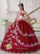 Appliques Decorate White and Wine Red Quinceanera Dress For Spring In Lanus Argentina Style QDZY386FOR