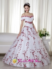 Customize Off The Shoulder Embroidery Embellishment White and Red Quinceanera Dresses For 2013 Comodoro Rivadavia  Argentina  Ball Gown Floor-length Taffeta and Organza  Style ZY438FOR
