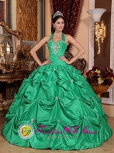 Exclusive Apple Green Halter Top Pick-ups Sweet 16 Dress With Taffeta Appliques Sweet Ball Gown for Quinceanera In Villa Maria  Argentina Style QDZY583FOR