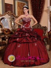 Sweetheart Wine Red Pick-ups and Appliques Quinceanera Dress Pick-ups In Corrientes Argentina  Style QDZY036FOR