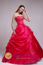 Appliques Decorate Pick-ups Inspired Red Sweetheart Quinceanera Dress For Formal Evening IN ChalatenangoEl Salvador Style ZYLJ21FOR