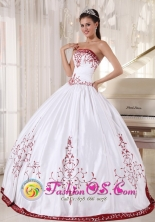 White And Wine Red Quinceanera Dress With Embroidery Decorate ball gown On Satin for Sweet 16 in Mejicanos   El Salvador  Style PDZY535FOR
