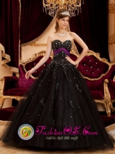 Wonderful Black Sweetheart  Neckline Quinceanera Dress With Beaded Appliques Scattered in Cuscatancingo   El Salvador Style QDZY168FOR