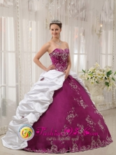 2013 Malacatan Guatemala Beautiful Embroidery Bright Purple and White Sweet 16 Dress Sweetheart neckline Ball Gown Style QDZY423FOR