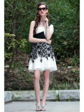 Fitting One Shoulder Sleeveless Chiffon Knee Length Criss Cross Prom Party Dress in White And Black with Lace
