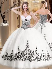 Smart White Ball Gowns Sweetheart Sleeveless Tulle Floor Length Lace Up Embroidery Ball Gown Prom Dress