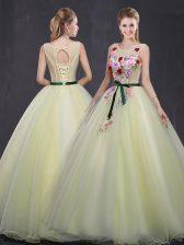 Best Organza Scoop Sleeveless Lace Up Appliques Vestidos de Quinceanera in Light Yellow