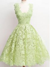 Sleeveless Lace Knee Length Zipper Dama Dress for Quinceanera in Yellow Green with Lace
