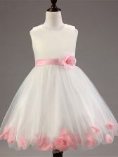 Scoop Sleeveless Little Girls Pageant Dress Wholesale Knee Length Appliques and Hand Made Flower White Tulle