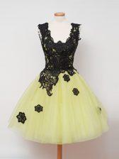 Yellow Sleeveless Lace Knee Length Damas Dress
