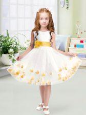 Designer White Tulle Zipper Flower Girl Dresses Sleeveless Knee Length Appliques and Belt
