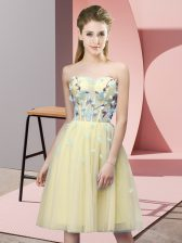 Captivating Appliques Vestidos de Damas Yellow Lace Up Sleeveless Knee Length