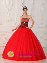 Customize Wholesale A-line Quinceaners Dress With Beaded Decorate Bust Red and black Strapless Style QDZY433FOR