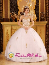 Customized Wholesale Appliques White Quinceanera Dress For 2013 Sweetheart Tulle Ball Gown In Tacuaras Paraguay Style QDZY073FOR
