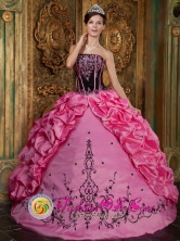 Rose Pink  Wholesale Embroidery  Quinceanera Dress With Bubble Pick-ups for Sweet 15 In San Lorenzo Paraguay Style QDZY044FOR