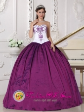 Summer Design Own Quinceanera Dresses Online Dark Purple and White Embroidery Sweetheart Neckline Stylish Ball Gown In Doctor Cecilio Baez Paraguay Style QDZY584FOR