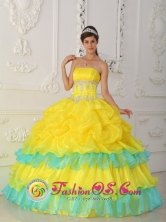 With Beaded and Ruffled Decorate Wholesale Luxurious Yellow Strapless 2013 Quinceanera Dress In Cerrito Paraguay Style QDZY314FOR