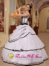 2013   Customize White Appliques Decorate Bust Sweet 16 Dress With Organza  IN  Tuapi Nicaragua  Style QDZY316FOR
