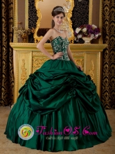 2013 Gualan Guatemala Appliques With Beading And Hand Made Flowers Decorate  Dark Green Quinceanera Dress For Style QDZY205FOR
