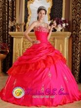 2013 Juazeiro do Norte Brazil Sweetheart Taffeta Ball Gown Beading Decorate Bust Modest Red Quinceanera Dress Style QDZY217FOR