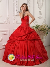2013 Pelotas Brazil Princess Strapless Ruching Sweetheart Neckline Beaded Decorate Red Taffeta 2013 Quinceanera Dress Style QDZY111FOR