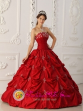 Santa Cruz Chile Elegant Wine Red Quinceanera Dress With Strapless Appliques and Beading Decorate For 2013 Fall Style QDZY278FOR