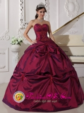 Valdivia Chile Beautiful Sweetheart Burgundy Pick-ups Quinceanera Dress With Exquisite Taffeta Appilques in Summer Style QDZY645FOR