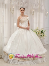 Yumbel Chile The Most Popular White 2013 Customer Made Quinceanera Dress With Beading Strapless Taffeta Ball Gown Style QDZY285FOR