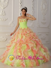 Armero Colombia Strapless Ruffles Layered and Ruched Bodice Wholesale Quinceanera Dress With Hand Made Flowers for 2013 Style QDZY004FOR