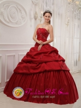 Canalete Colombia Romantic Ruffles Decorate Wine Red Wholesale Quinceanera Dress For 16 sweet Quinceanera Style QDZY383FOR