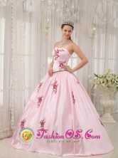 La Macarena Colombia Elegant A-line Baby Pink Appliques Decorate Quinceanera Dress With Strapless Taffeta for Formal Evening Style QDZY533FOR