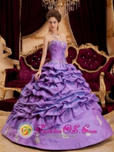 Luxurious Lavender For 2013 Hatonuevo Colombia Sweetheart Wholesale Quinceanera Dress Appliques And Pick-ups Decorate  Style QDZYFOR
