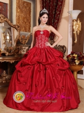Prom Gorgeous 2013 Viterbo Colombia Wine Red Pick-ups Appliques Wholesale Quinceanera Dress With Beaded Decorate Style QDZY494FOR