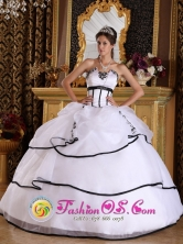 2013 Nuevo Emperador Panama White Organza Modest Quinceanera Dress With Appliques Floor-length Lace-up  Style QDZY291FOR