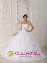 Finca Corredor Panama Cheap White Hand Made Flowers Quinceanera Dress With Strapless Court Train gold Beading and Ball Gown for Formal Evening Style QDZY450FOR
