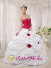 Ola Panama Hand Made Flowers and Beading Decorate Bodice Sexy White and Hot Pink Quinceanera Dress For 2013 Quinceanera Style QDZY378FOR