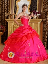 2013 Cerro de Pasco Peru Sweetheart Taffeta Ball Gown Beading Decorate Bust Modest Red Quinceanera Dress Style QDZY217FOR