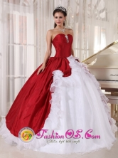 2013 Huaraz Peru Wine Red and White Ball Gown Quinceanera Dress with Hand Made Flowers Sweetheart Organza and Taffeta Style PDZY762FOR