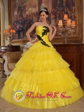 2013 Monsefu Peru Summer Yellow wholesale Quinceanera Dress With Appliques Bodice Strapless In Illinois Style QDZY277FOR
