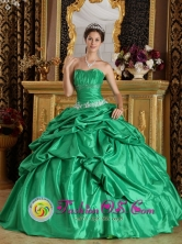 2013 Querecotillo Peru wholesale Romantic Strapless Quinceanera Dress Spring Green With Pick-ups Appliques Decorate Style QDZY204FOR