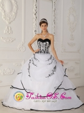 2013 Simple Satin and Organza White Floor-length For Quinceanera Dress Sweetheart Ball Gown Las Piedras Uruguay Style QDZY320FOR