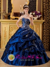Customize Appliques Decorate Modest Navy Blue Sweetheart Quinceanera Dress For 2013  Taffeta and Ball Gown in Spring  IN Lascano Uruguay Style QDZY227FOR