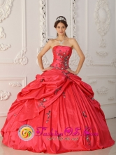 Red 2013 Customer Made New Arrival Strapless Taffeta Appliques Decorate For Quinceanera Dress IN Tranqueras Uruguay Style QDZY315FOR